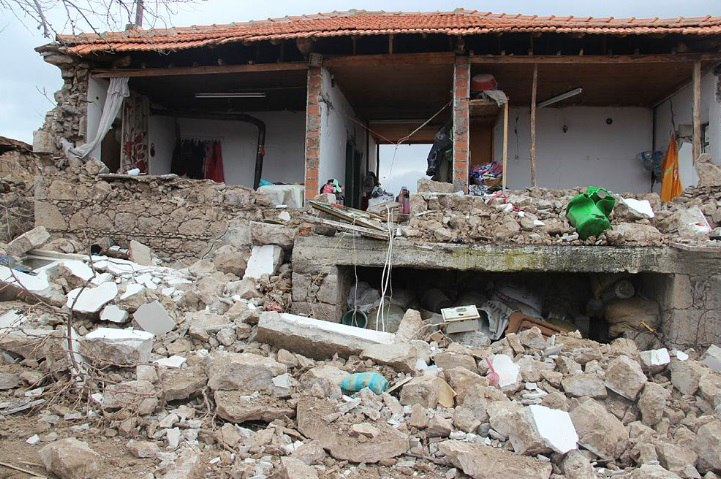 http://strangesounds.org/wp-content/uploads/2017/02/earthquake-turkey-4.jpg