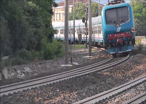 Treno travolge ragazza a Parona