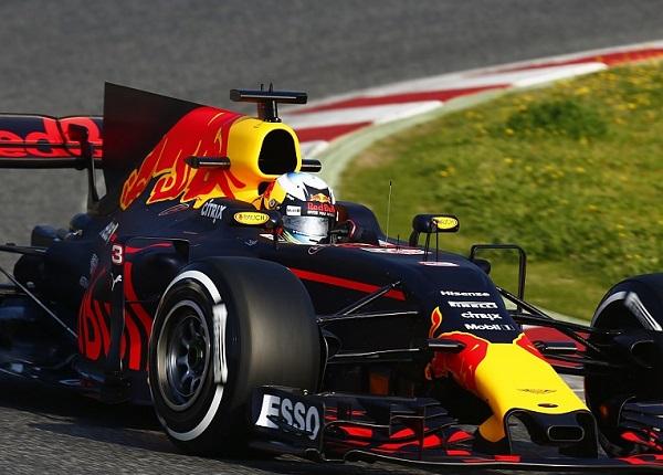 Daniel Ricciardo preoccupato per le gomme dure in Spagna