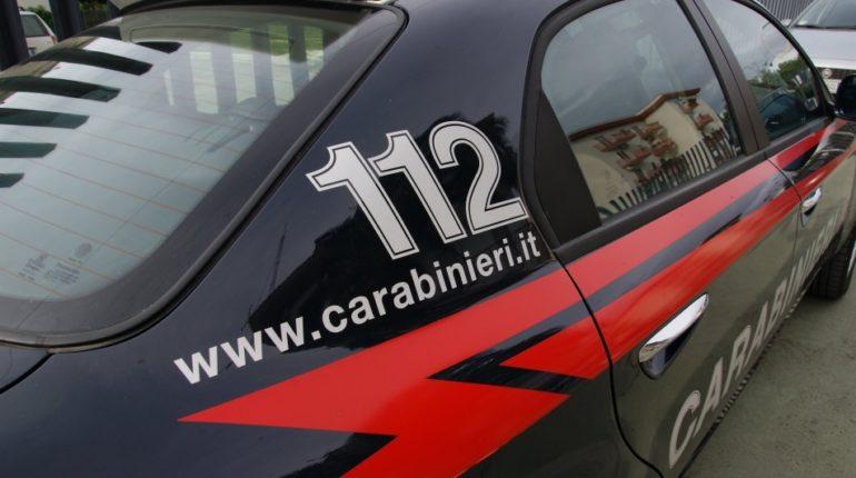 pubblica una barzelletta sui carabinieri su facebook: denunciata