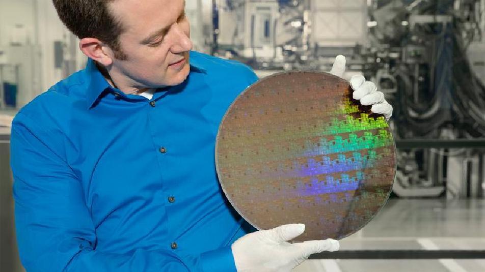 IBM: arriva il chip dalla dimensione di un'unghia e più sottile di un virus