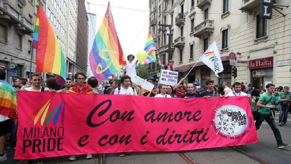 Gay Pride: a Milano l'onda arcobaleno invade il centro