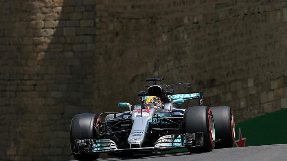 Azerbaijan: Lewis Hamilton si prende la pole e record a Baku