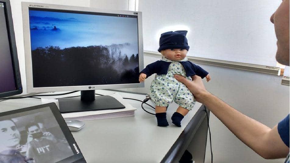 La bambola smart dotata di IA può leggere le emozioni del bambino, ecco il prezzo