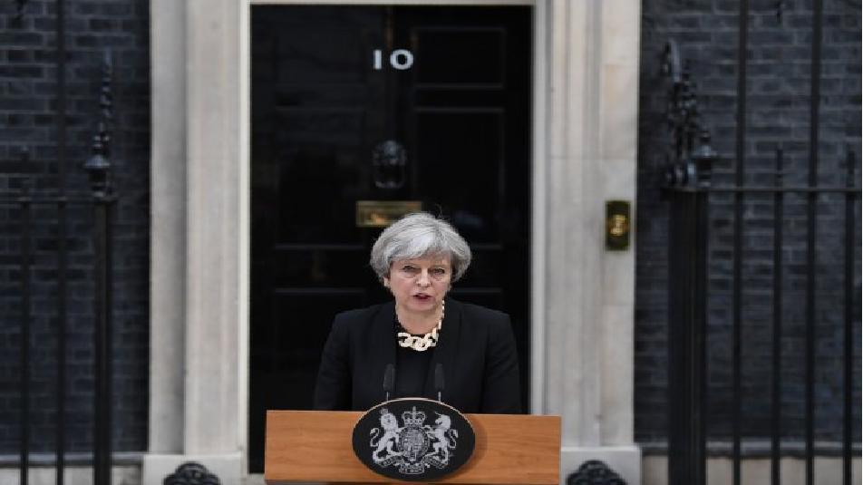 London Bridge: Theresa May vuole privare gli estremisti dei loro spazi online