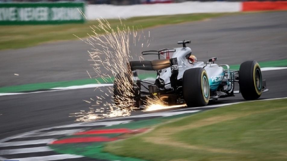 Lewis Hamilton ottiene la pole a Silverstone, ma è under investigation