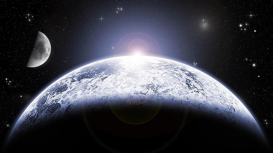 Dai complotti alle eclissi tutte le curiosità sulla Luna