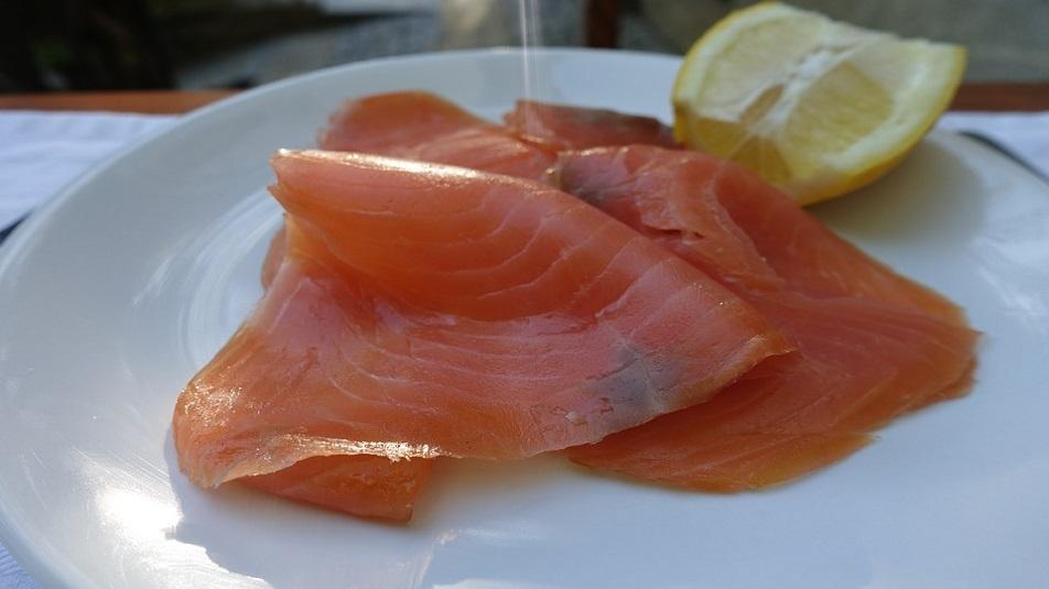 Salmone a rischio Listeria: nuovo allarme alimentare
