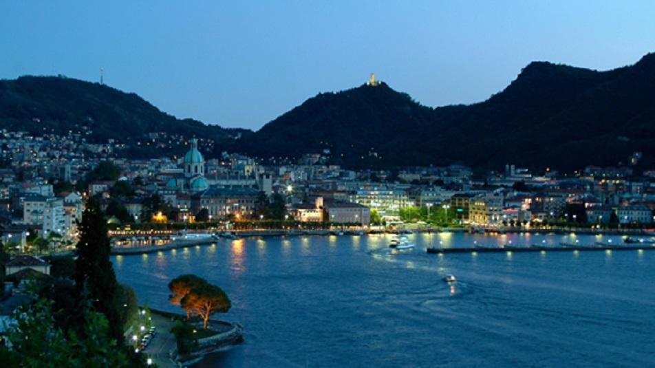 Lago di Como invaso dai turisti, aumentano gli acquisti delle case