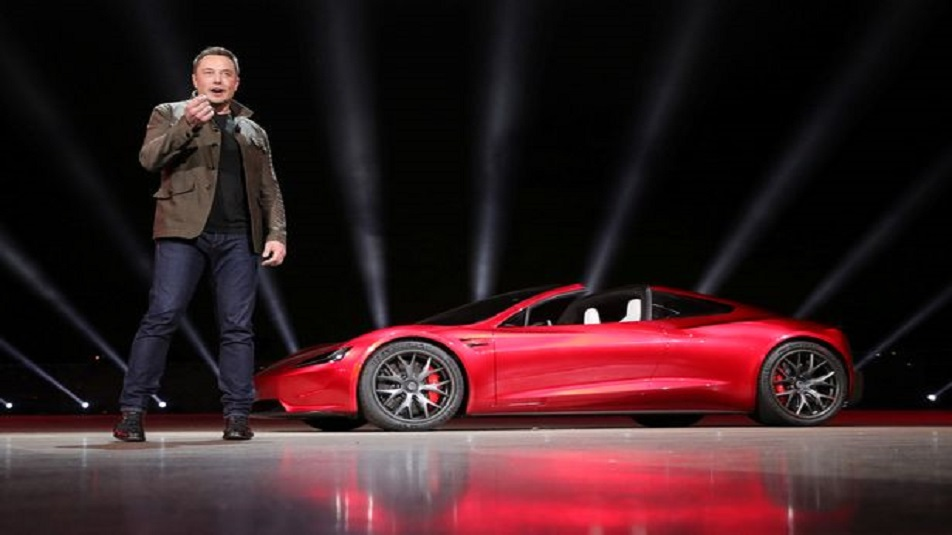 Tesla Roadster: arriverà un aggiornamento che le consentirà di volare