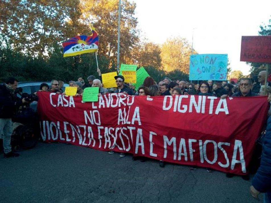 Manifestazione a Ostia (Fonte: rainews.it)