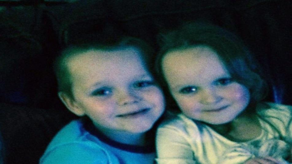 i bambini morti nell'incendio doloso di Greater Manchester