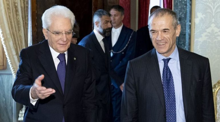 Il presidente Sergio Mattarella e Cottarelli al Quirinale
