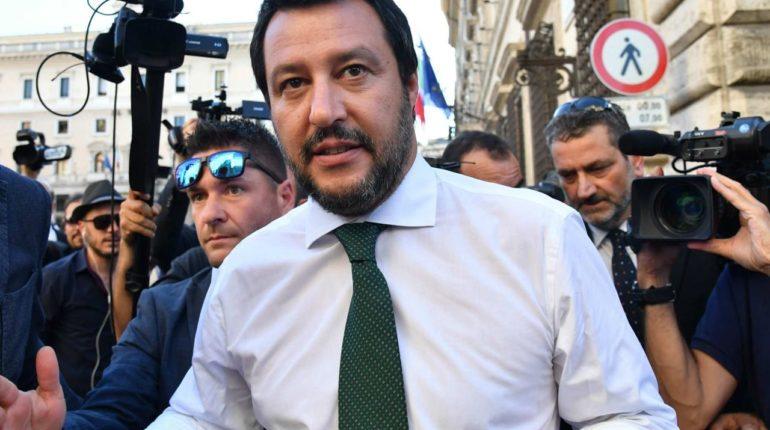 Matteo Salvini fa chiudere i porti
