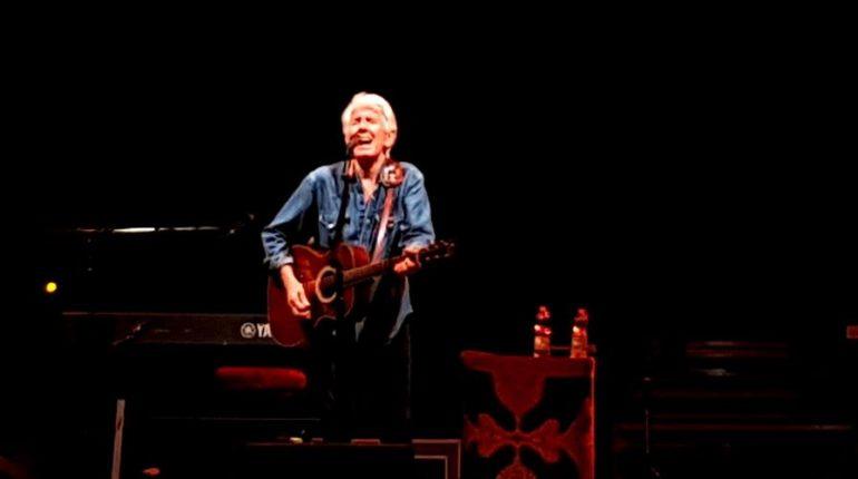 Graham Nash alla chitarra