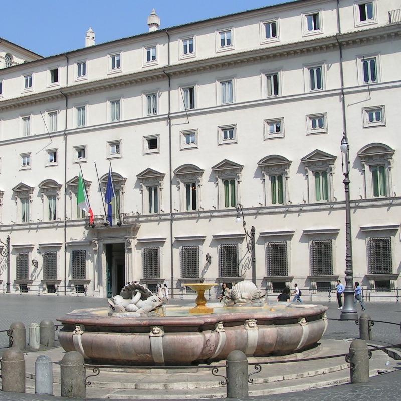 Manovra 2019 approvata Salvini e Di Maio divisi tra Governo e campagna elettorale Crisi di governo considerata irresponsabile