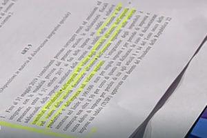 """Di Maio a Porta a Porta denuncia manomissioni al testo sulla pace fiscale destinano al Quirinale, Salvini si difende """"noi persone serie"""". Roma - 18 Ottobre 2018 - Luigi Di Maio a Porta a Porta denuncia manomissioni al testo sulla pace fiscale destinano al Quirinale; il vice-Presidente del Consiglio dei Ministri e Ministro dello Sviluppo e del Lavoro corre da Bruno Vespa per dichiararsi estraneo ai fatti. Matteo Salvini difende il proprio partito. § Episodio unico nella storia della pur controversa politica italiana. Luigi Di Maio corre immediatamente da Bruno Vespa per partecipare alla trasmissione a Porta a Porta, in onda su Rai 1. A più riprese il vice-Presidente del Consiglio dei Ministri ribadisce la propria estraneità e garantisce anche per i propri uomini del Movimento 5 Stelle. Di Maio a Porta a Porta denuncia manomissioni al testo sulla pace fiscale destinano al Quirinale: i fatti Il Decreto Fiscale contenente il testo della Pace Fiscale era stato predisposto prevedendo alcuni casi nei quali era possibile accedere alla procedura. Successivamente, in maniera del tutto normale (stando alleparole di Di Maio) hanno iniziato a passarsi alcune bozze/copie del testo ufficiale. Di Maio riferisce di aver ricevuto una bozza/copia con testo manomesso rispetto a quello concordato. Da quel momento è scattato l'allarme; Di Maio si è visto costretto a dover fornire delle spiegazioni in merito al testo in circolazione con destinazione Quirinale. Quindi si è visto nella condizione di dover portare il testo manomesso alla visione del pubblico di Porta a Porta. Una delle parti contestata è quella contenuta nell'articolo numero 9; , ha dichiarato che il testo del decreto fiscale, collegato alla manovra, è stato modificato prima di essere inviato al Quirinale. Il riferimento è all'articolo 9 contenuto nell'ultima bozza del decreto: le poche righe che secondo il leader del movimento 5 stelle sarebbero state aggiunte prima dell'invio al Colle, contengono 'una sorta di scudo fiscal"""