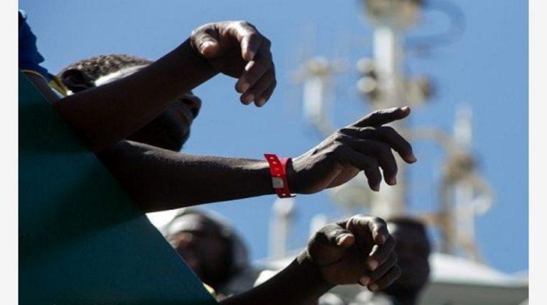 Ventiduenne del Gambia suicida