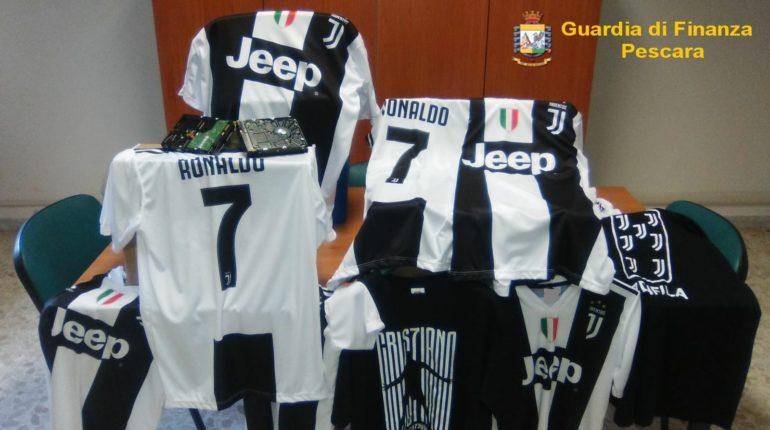 Magliette contraffatte della Juventus e di Cristiano Ronaldo