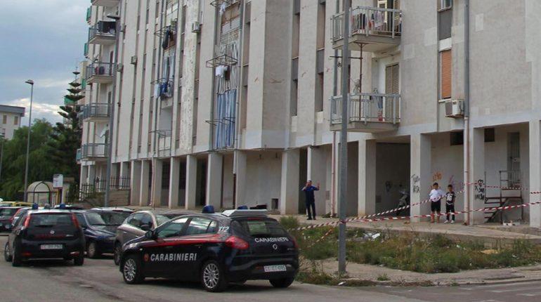 Taranto: bimba 6 anni gettata da balcone