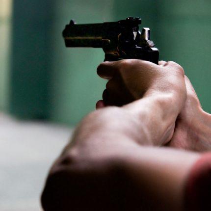 Gommista spara al ladro
