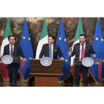Giovanni Tria commenta i dati Istat sui primi mesi 2019 Governo presenta il reddito di cittadinanza e quota 100 foto