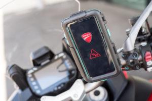 Ducati presenta la comunicazione tra auto e moto 2