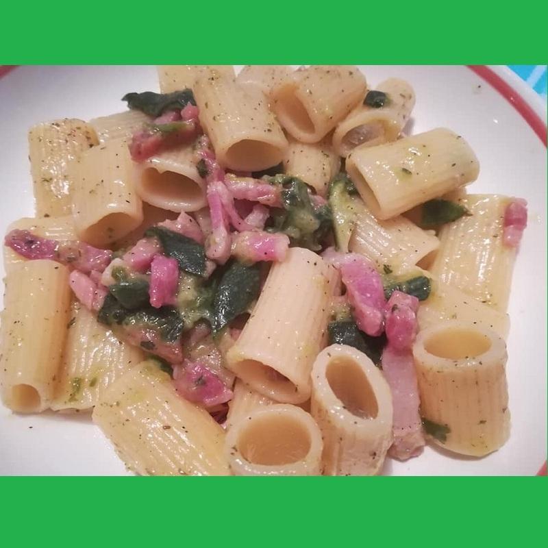 Pasta con zucchine mix di pancetta
