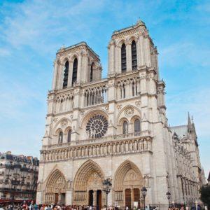 Cattedrale di Notre Dame è in fiamme dramma a Parigi