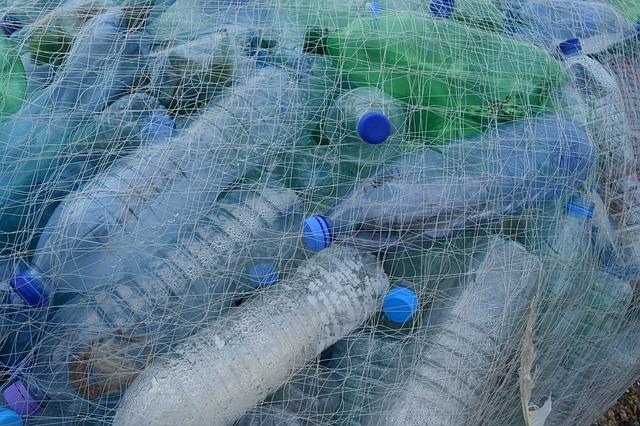 smaltimento dei rifiuti plastica riciclabile