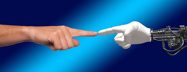 braccia robotiche. Robot e lavoro