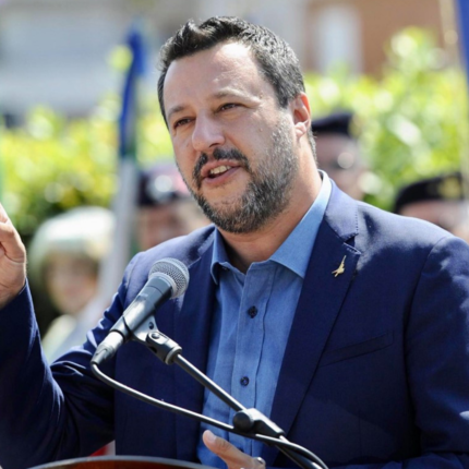 Salvini querelato da Carola Rackete Salvini sulle tasse, le ridurremo