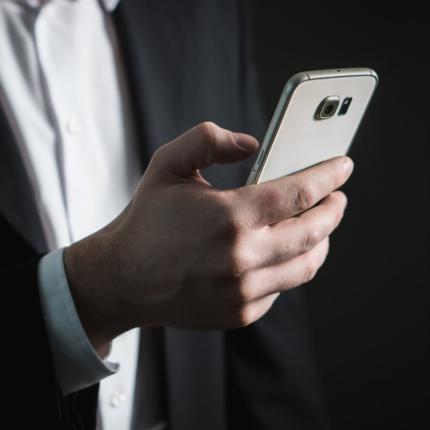 Galaxy S10+ vs iPhone