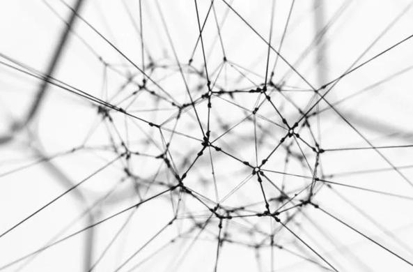 Una rete di server e computer rendono bitcoin decentralizzato