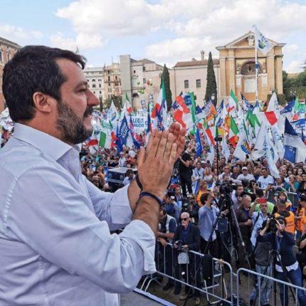 Successo per la manifestazione contro il governo