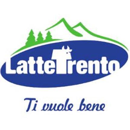 A Trento il latte intero si vende in bottiglie di vetro foto