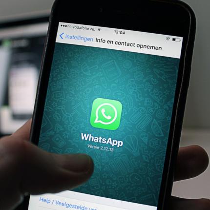 WhatsApp dark mode disponibile
