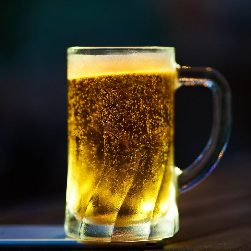 Birra bond AB InBev Salva il tuo bar dal coronavirus