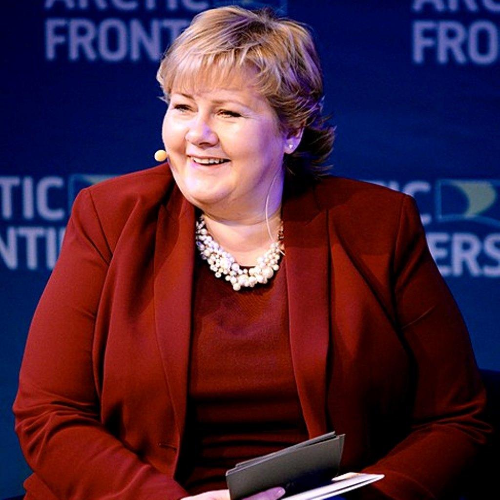 Il primo ministro norvegese Erna Solberg ha indetto una conferenza stampa foto