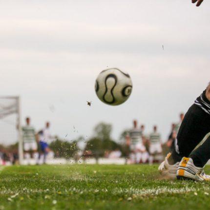 La difficile ripartenza del calcio