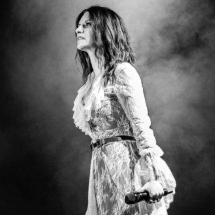 Laura Pausini questa sera in televisione foto
