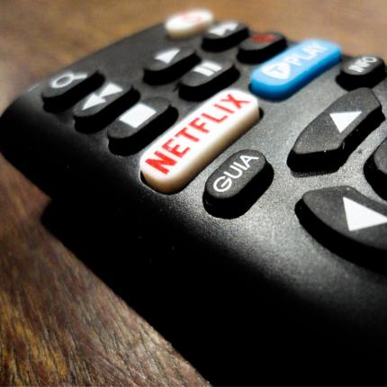 su Netflix una serie TV sulla distanza sociale