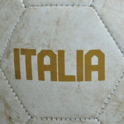 Nazionale divisa nuova come l'entusiasmo e i record per l'Italia di Mancini