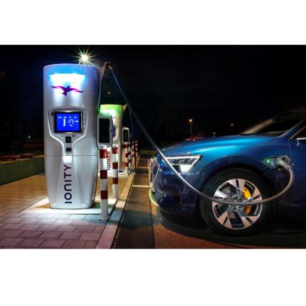 Audi e-tron ricarica in 10 minuti per 110 km di autonomia