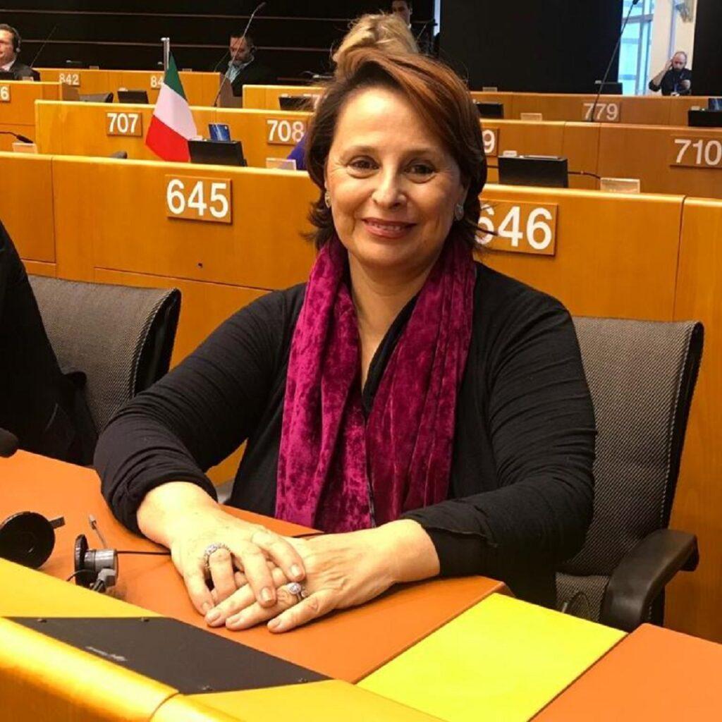 Regimenti chiede all'Ue di promuovere la ricerca sull'endometriosi
