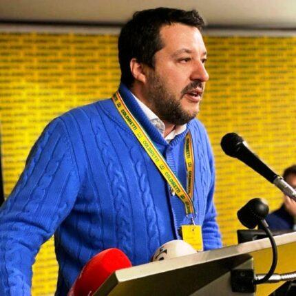Salvini solidale con un carabiniere aggredito