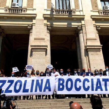 Tutti contro la ministra Lucia Azzolina