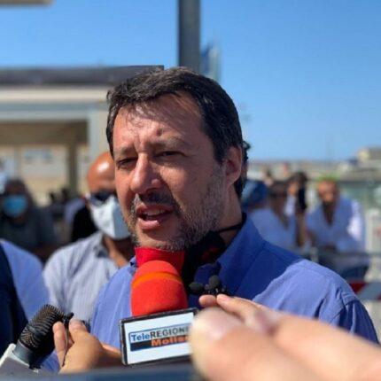 """La ricetta di Salvini: """"Lavoro e volontariato"""""""