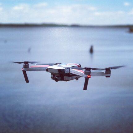 Un drone controlla la costa