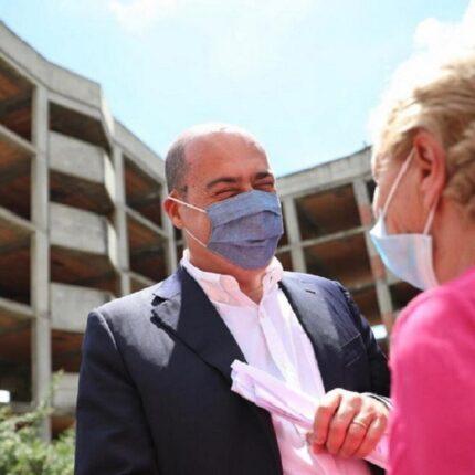 Zingaretti invita a mettere la mascherina
